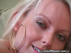 Hot sexy horny MILF blonde...